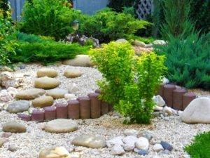 Растения для альпийской горки, альпинарий с белой крошки двухярусный, мраморная крошка барбарис, ландшафтный дизайн