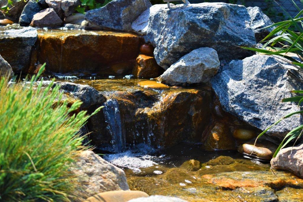 красивый водоем в Мелитополе, ландшафтный дизайн в Мелитополе, ландшафтный дизайн