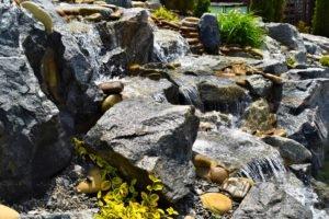 водопад для обогащение воды кислородом, аэрация воды в пруду, аэрация воды, ландшафтный дизайн
