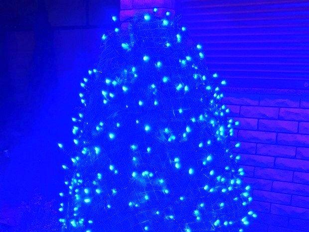 гирлянды для туи, новогодние гирлянды для растений, уличные новогодние гирлянды для растений, гирлянда синего цвета для улицы