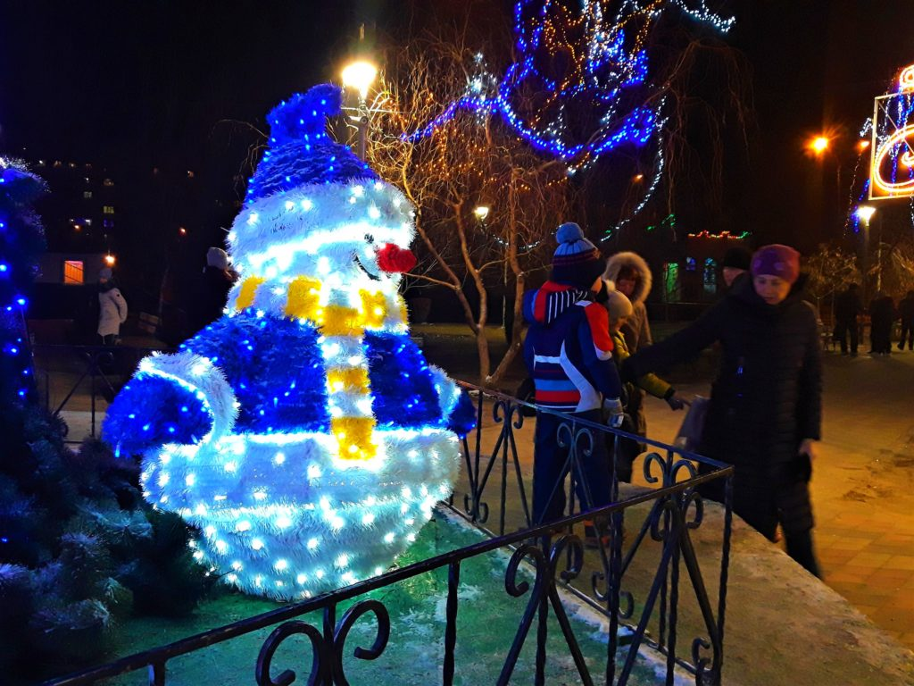 светящейся снеговик купить Мелитополь, где купить новогоднего снеговика Мелитополь, снеговик с лампочками Мелитополь, снеговик на улицу светящейся
