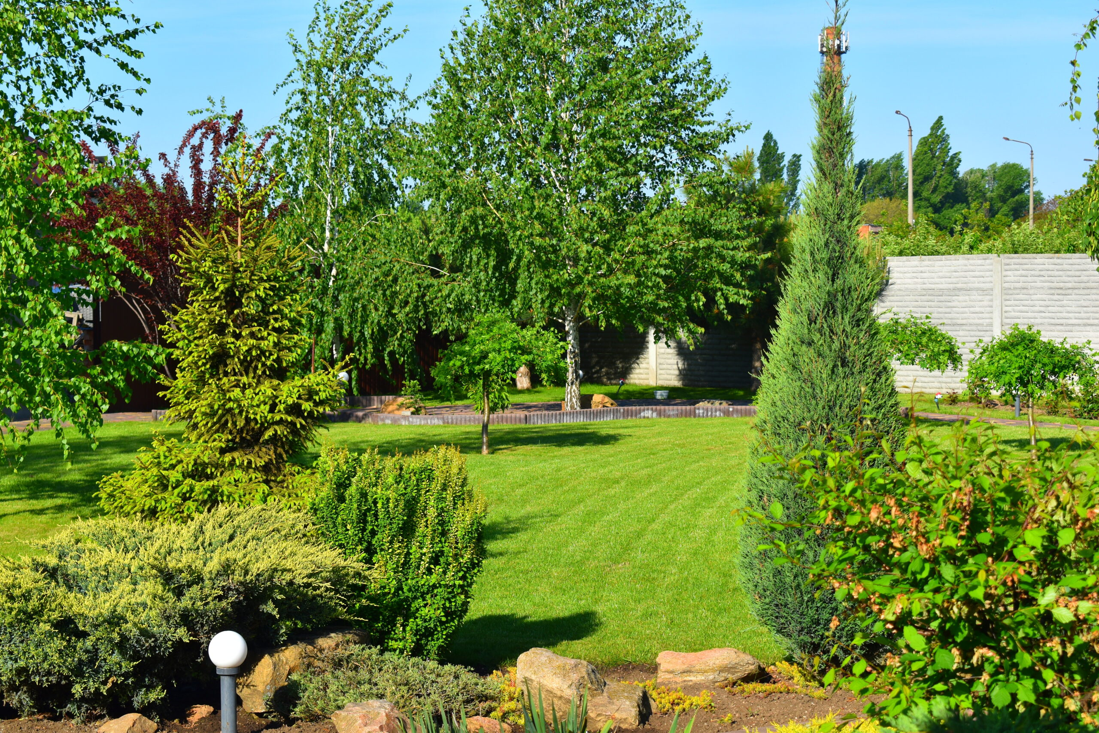 Особенности благоустройства участков и их озеленения, озеленение участка, дача загородный дом, беседки и площадки для барбекю