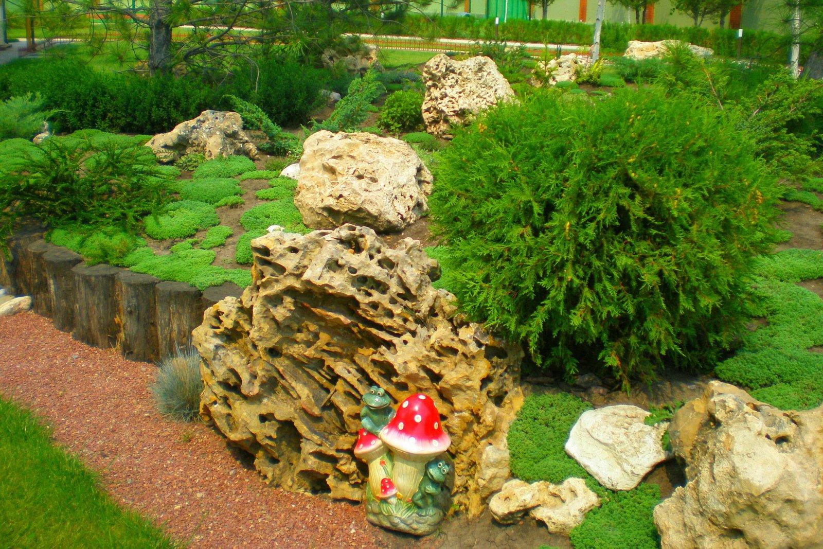 Озеленение территории по выгодным ценам, сделать территорию привлекательной и уютной, загородный дом