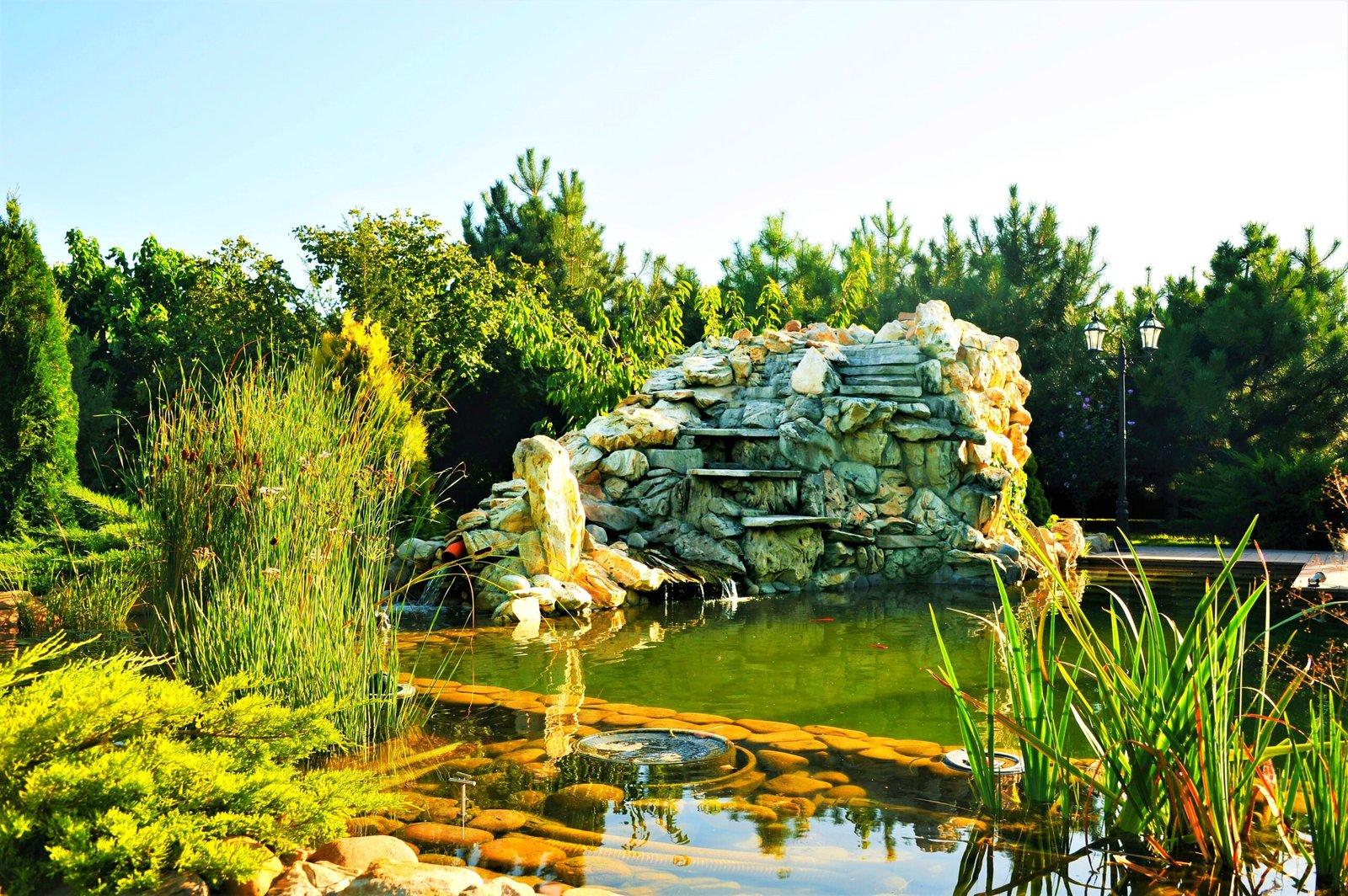 система подачи воды в пруд, водоем на участке, Почему стоит заказать создание пруда на участке у профессионалов, работа по организации пруда,