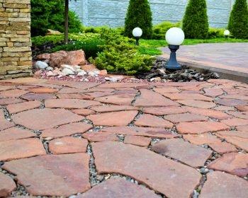 Благоустройство, мощение диким камнем, ландшафтное освещение, дорожки из камня и плитки, ландшафтный дизайн