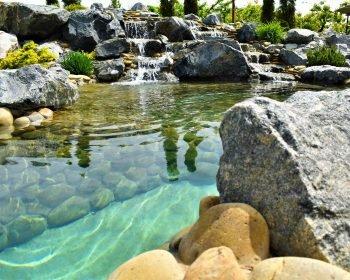 Водные устройства, пруд с кристально чистой водой, пруд, водопад, чистая вода, ландшафтный дизайн